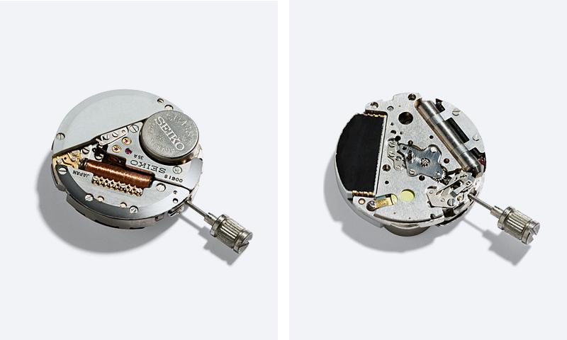 セイコーが開発したクオーツ式ウオッチのキャリバー(表・裏)の写真