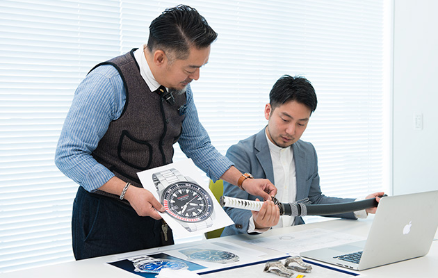 As they commence their study of the watch called the Samurai, a watch with a very distinctive shape.