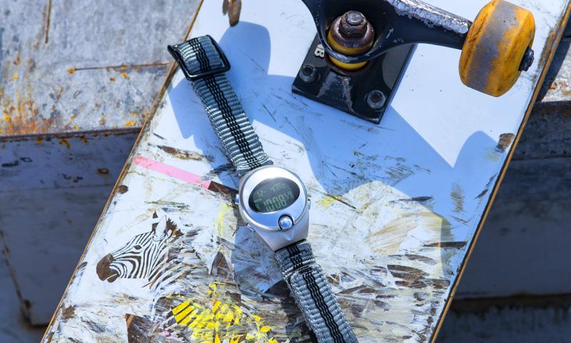 ALBA SPOONとスケートボードの写真