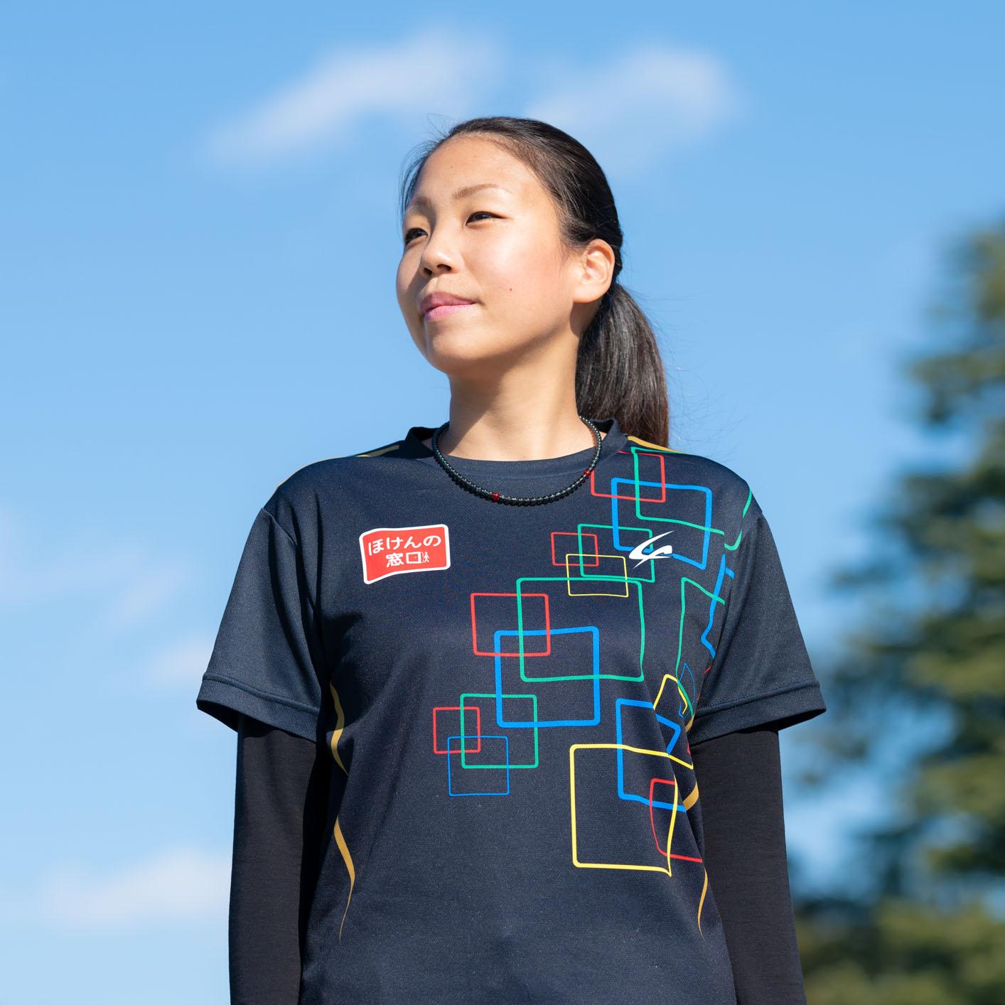 スポーツウェアを着た高田さんの写真